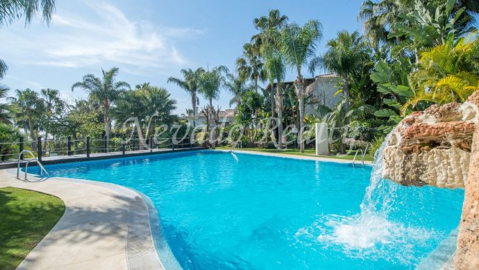 Villa for sale in Marbella in a gated complex on the Golden Mile with panoramic sea views