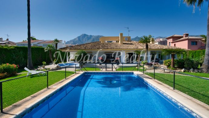 Villa for sale in Marbella, built on one floor, very close to the centre