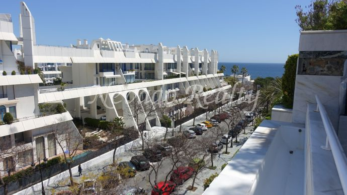 Nice apartment for long term rental in well-known urbanization just steps from the beach