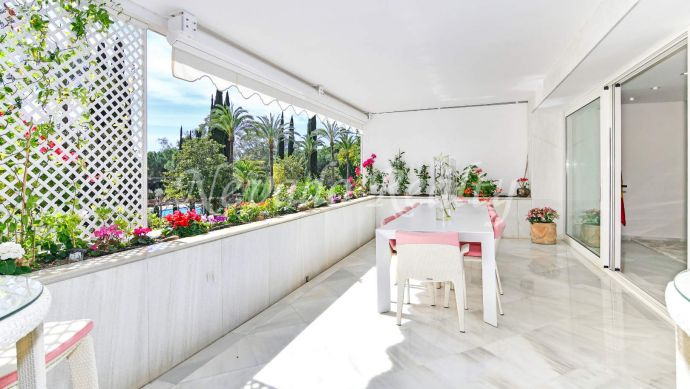 Luxury beach side apartment for sale in Marbella