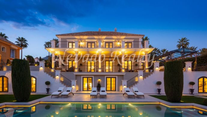 Luxury and classic style villa for sale in Sierra Blanca