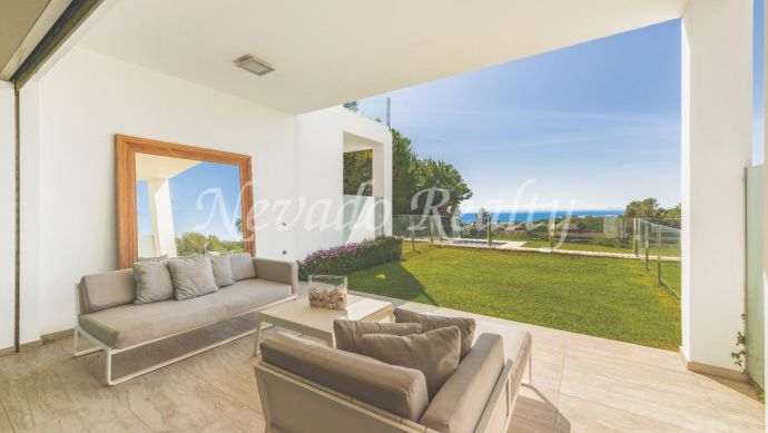 Luxury townhouse for sale with sea views in Sierra Blanca