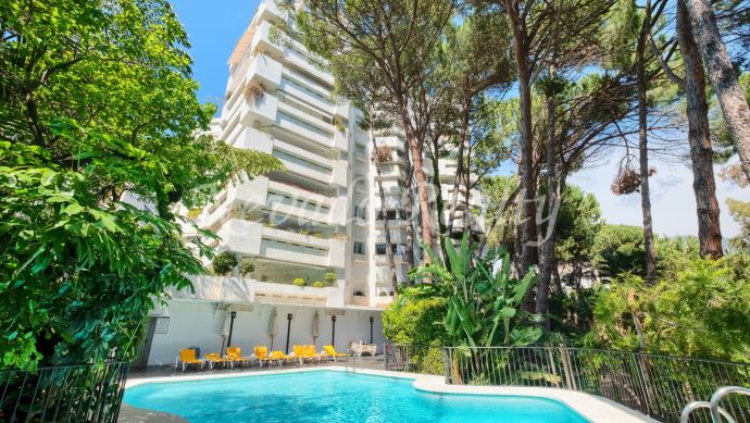Luxury beachside apartment for sale in Marbella