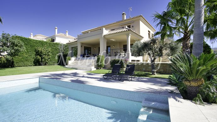 Villa for sale with sea views and close to Atalaya Golf and Country Club