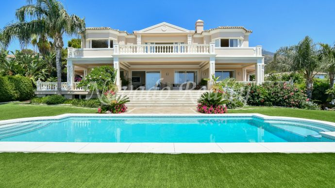 Villa with sea views for sale in Marbella