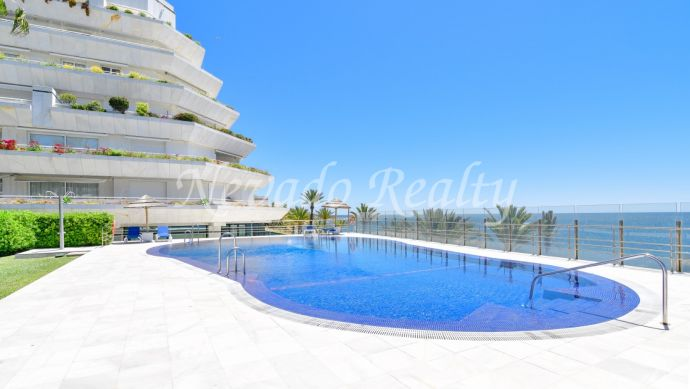 Beachfront apartment for sale in Mare Nostrum