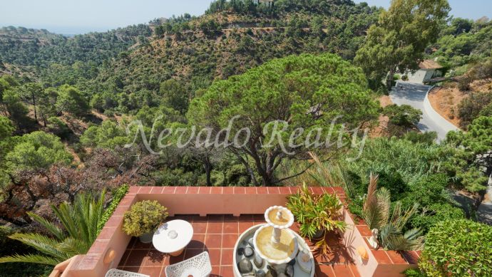 Classic style villa for sale with sea and mountain views