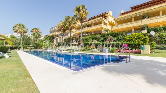 Apartment for sale in gated and quiet urbanization in Marbella
