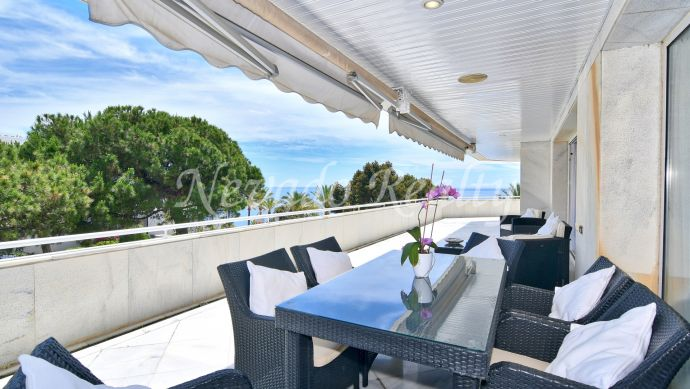 Spacious frontline beach apartment with sea views for sale in Mare Nostrum, Marbella