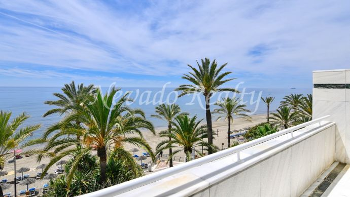 Spacious frontline apartment with sea views for sale in Mare Nostrum, Marbella