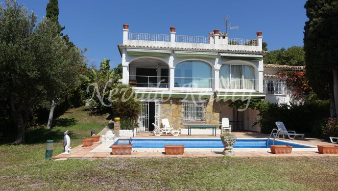 Frontline golf villa tor refurbish for sale in Guadalmina Alta