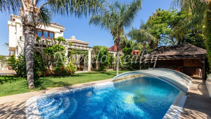 Beachside villa with private pool for sale in Linda Vista Baja