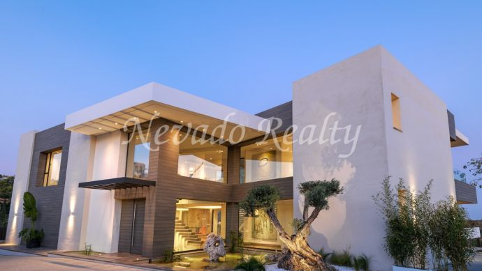 Brand new villa for sale with panoramic views inside a luxurious golf resort