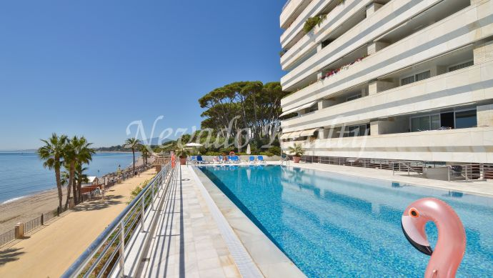 Apartment with sea views for sale on the beachfront in Marbella