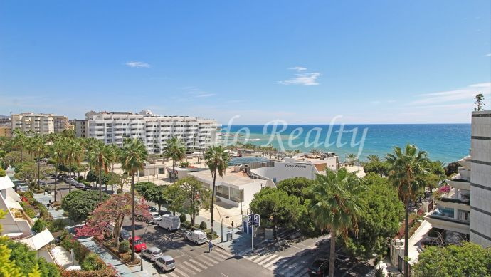 Duplex penthouse with great sea views for sale in Marbella