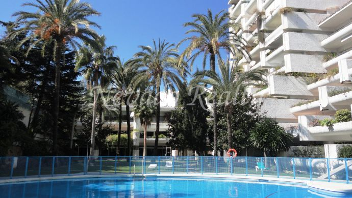 Fully refurbished beachside apartment for sale in Jardines del Mar