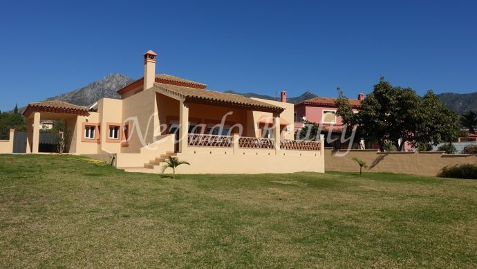 Villa with large plot just a step away from the centre of Marbella