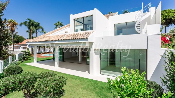 Fully refurbished, very private luxury villa just steps from Puerto Banús