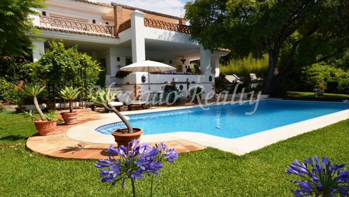 Villa for sale in gated community with security and privacy in Marbella