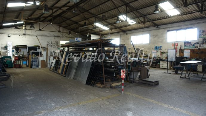Large industrial premises for sale in the Polígono de Marbella