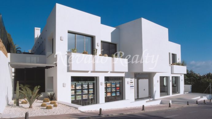 Business and offices center for sale within walking distance to Puerto Banús