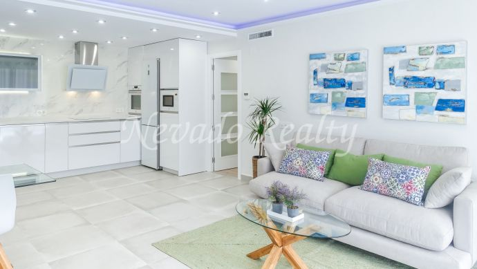 Brand new fully refurbished apartment in a building with pool in Marbella