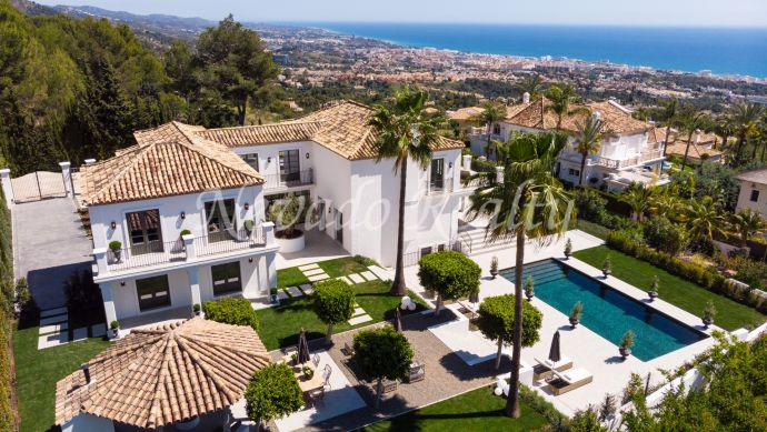 Fully renovated family mansion with spectacular sea views for sale in Marbella