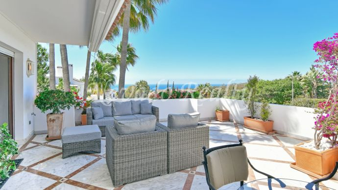 Spacious luxury apartment for sale with sea and mountain views in Marbella