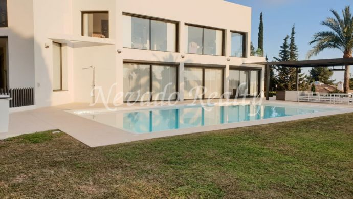 Splendid villa for long term rental