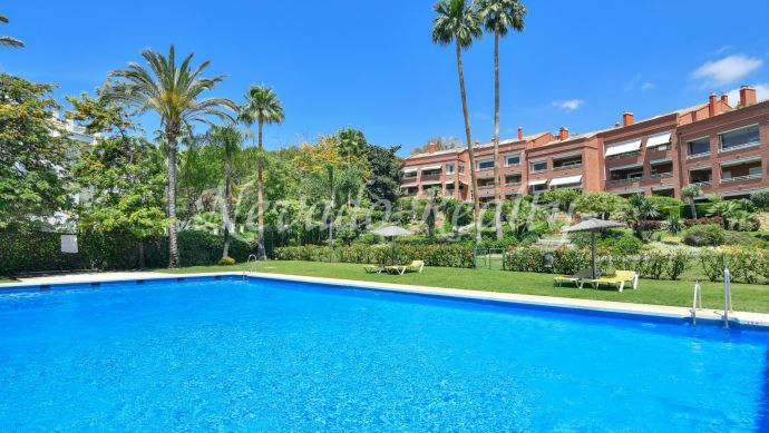 Fantastic apartment for sale in quiet and private urbanization in Marbella