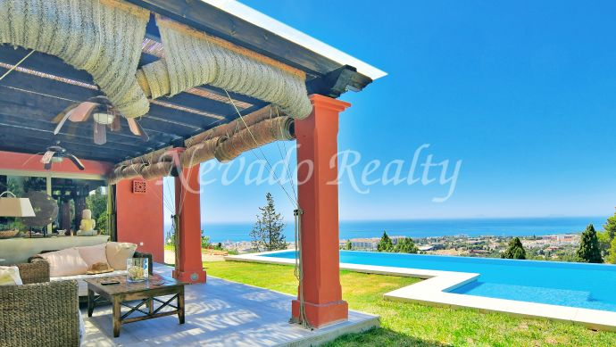Beautiful family villa for sale with stunning views overlooking the sea and Marbella