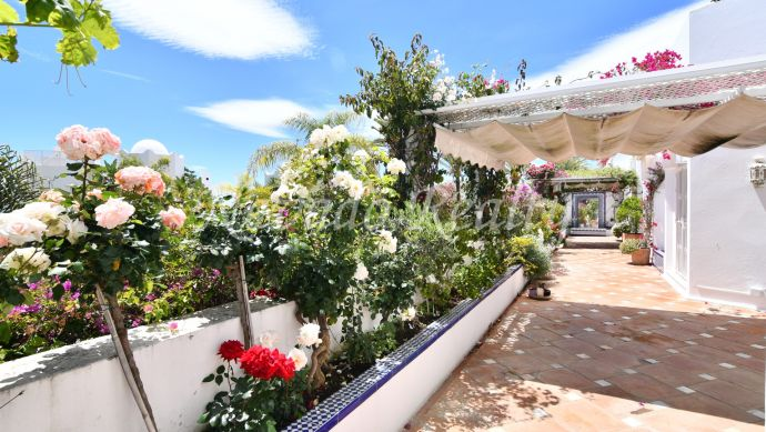 Spacious apartment for sale with private pool in Marbella