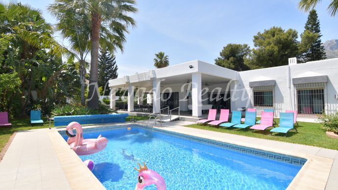 Villa on a large plot for sale in Rocio de Nagüeles