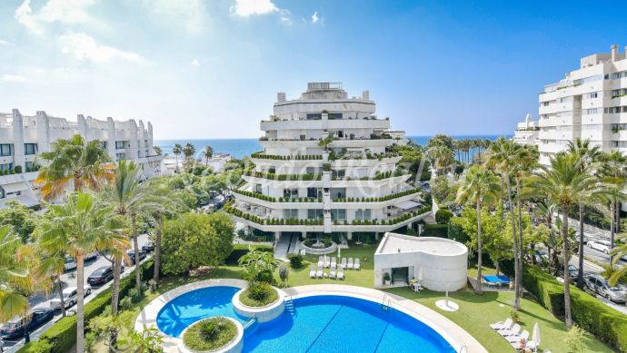 House for sale in Marbella with spacious terrace and beautiful sea views