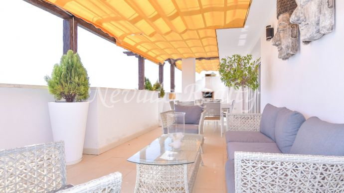 Penthouse with spectacular terrace very close to Puerto Banus