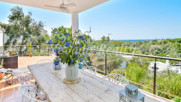 Villa for sale in Marbella with magnificent views of the sea and golf