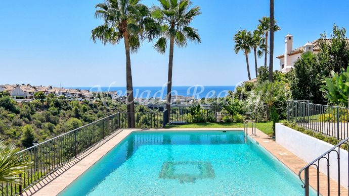 Sea views villa in a 24 hour security urbanization close to Marbella centre