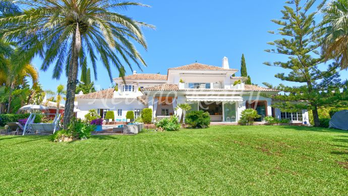 House for sale with large private plot in Marbella and sea views