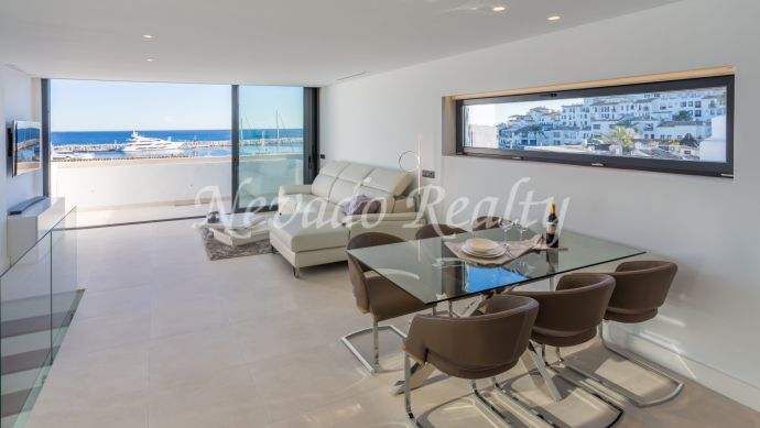 Sea views penthouse for sale in Puerto Banus Marina