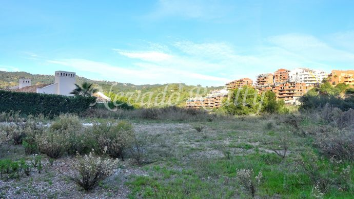 Frontline golf plot for sale in Santa María, Elviria