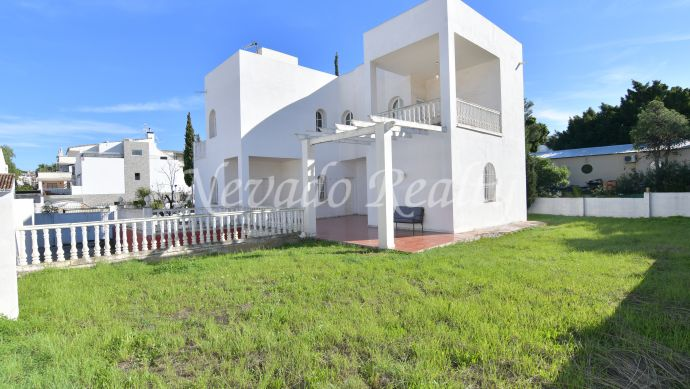 Corner plot villa, near Puerto Banus to refurbish.