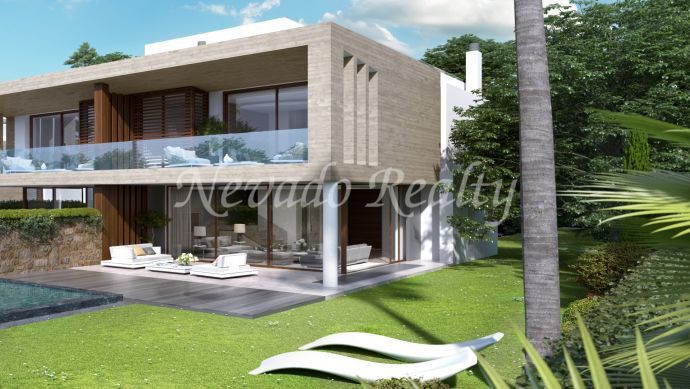 Semi-detached house under construction at a short distance from Hotel 5 * Puente Romano and the beach