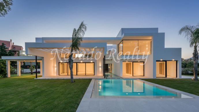 Brand new contemporary villa next to the Guadalmina golf course and a paddle tennis club