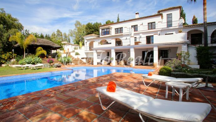 Beautiful private villa with large plot on the Golden Mile of Marbella