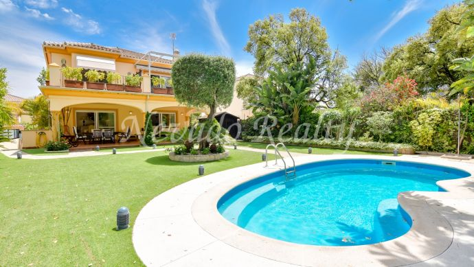 Beautiful family villa with private pool for sale in Marbella East