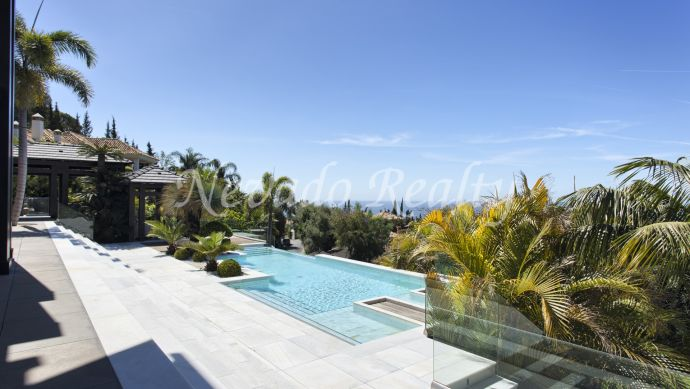 Impressive mansion with 3 swimming pools for sale in prestigious area of the Golden Mile of Marbella