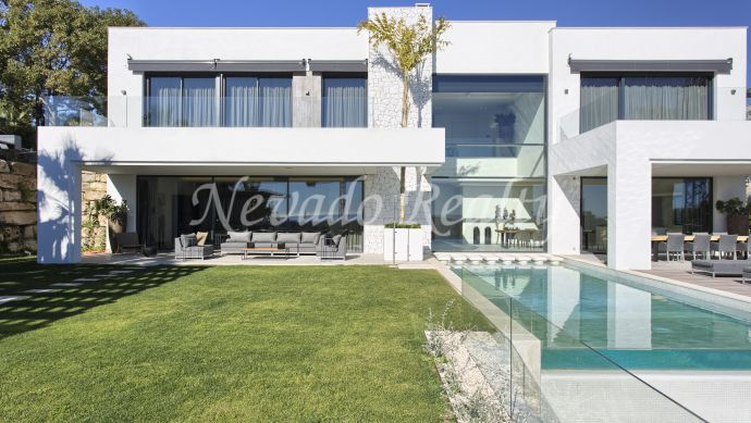 Brand new contemporary villa with panoramic sea, golf and mountain views