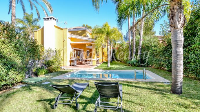 Villa for sale on the Golden Mile of Marbella, ideal for families with private pool