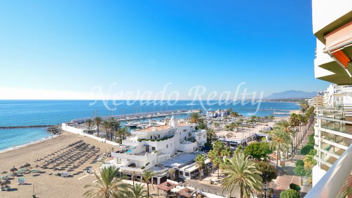Corner frontline beach apartment for sale in Marbella Centre
