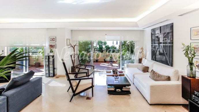 Penthouse for sale in Marbella with sea views